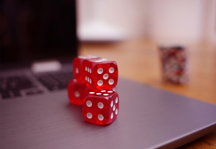What Benefits do Playing at Online Casinos Offer