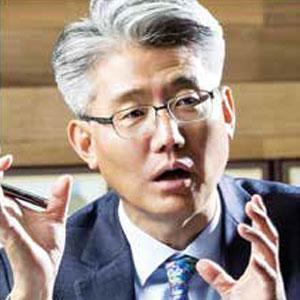 W.K. Choi, CEO